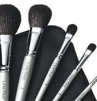 et le plus souvent se n\u0027est pas le maquillage mais les accessoires!!!  Voici une petite liste de ces petits accessoires que l\u0027on oublie trop  souvent\u2026